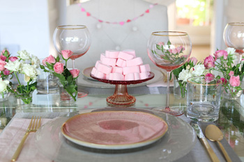 A Simple and Elegant Valentine's Day Tablescape